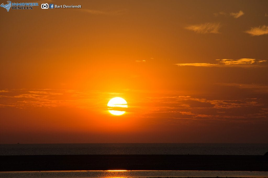 Zonsondergang te Zeebrugge op 02-08-2015