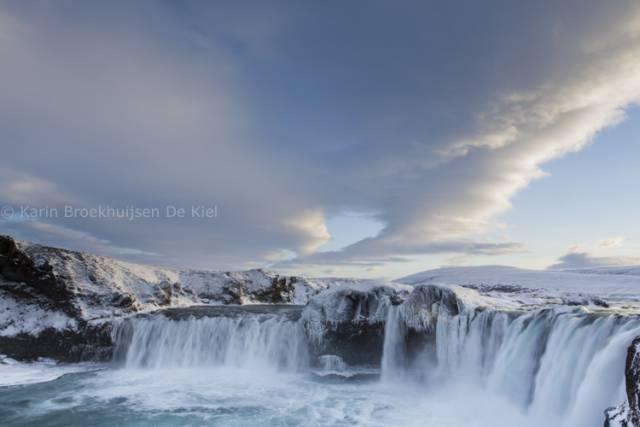 waterval noorden ijsland