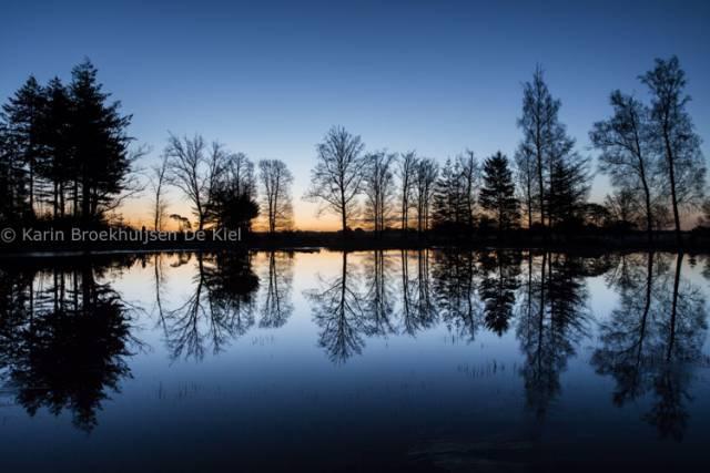 zonsopkomst en waterpartij