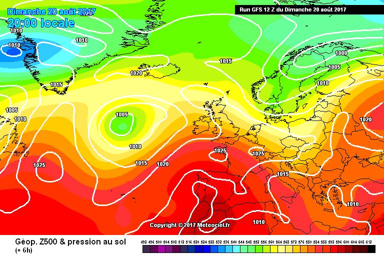 Ex-orkaan Gert ten westen van de Britse Eilanden.