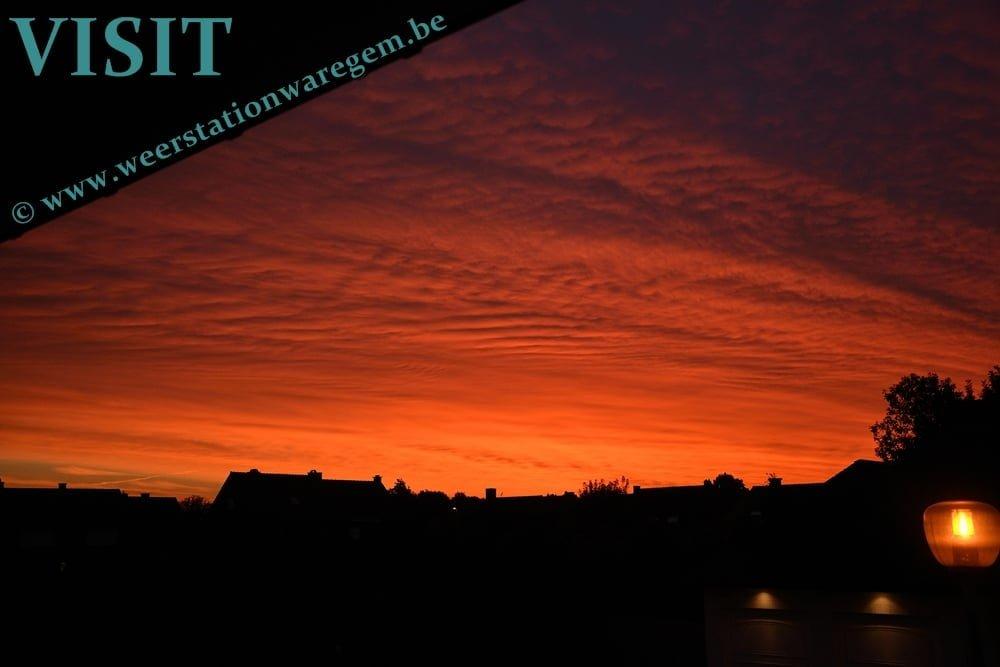 rode zonsopkomst Waregem