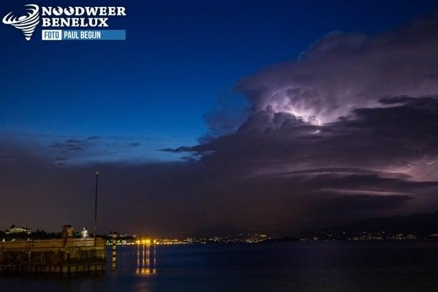onweer boven Gardameer