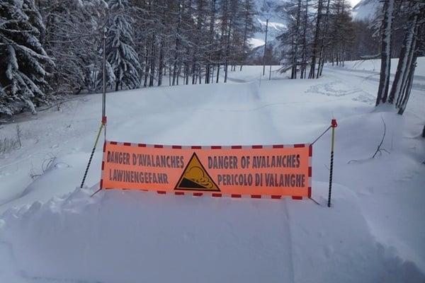 hoog lawinegevaar in de Alpen